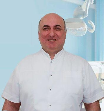 врач стоматолог Расулов фото